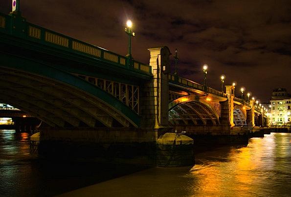London Bond Water Aquatic Bridge River Stream Capi