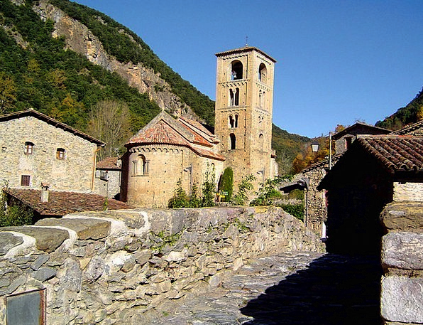 Church Ecclesiastical Community Italy Village Buil