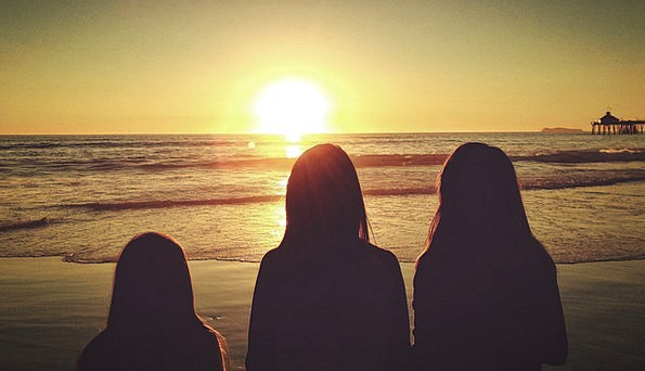 Girls Lassies Vacation Broods Travel Silhouettes O