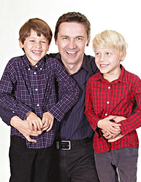 Family Domestic Children Broods Father Portrait Da