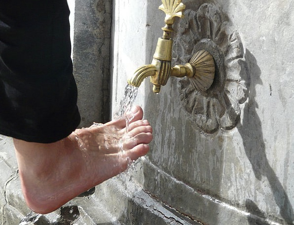 Washing Laundry Ceremonial Foot Care Ritual Gilded