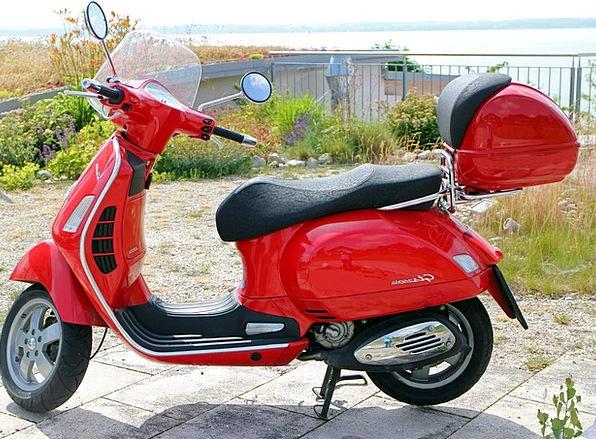 Vespa Breaker Motor Scooter Roller Leisure Red Blo