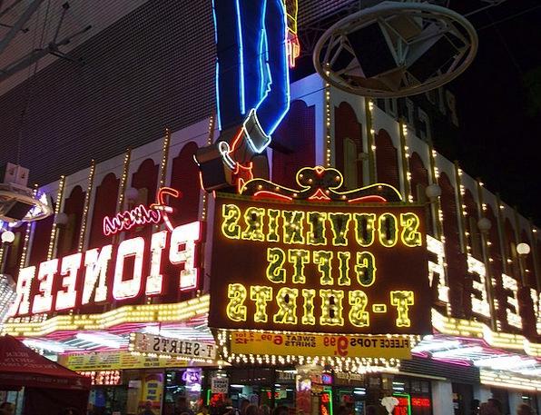 Las Vegas Keepsakes Shop Workshop Souvenirs Illumi