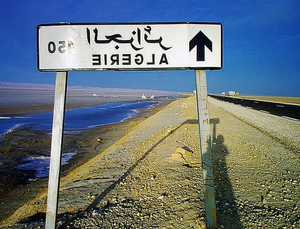 Signpost Sign Traffic Transportation 150 Km Algeri