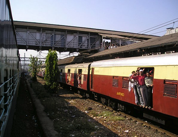 India Bombay Mumbai Train Pullman Crowds Overloade
