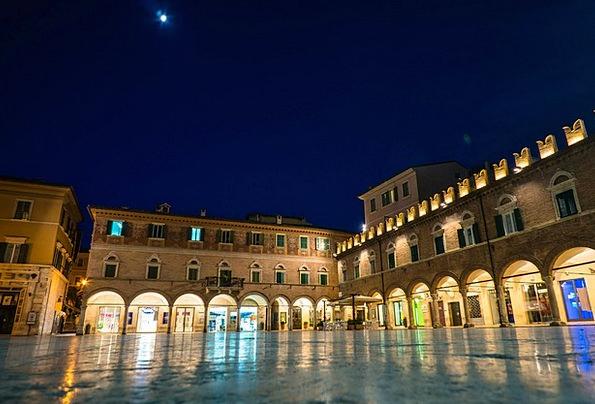 Ascoli Piceno Bazaar Mirroring Reflecting Marketpl
