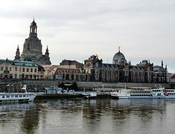 Canalettoblick Dresden Buildings Architecture Frau