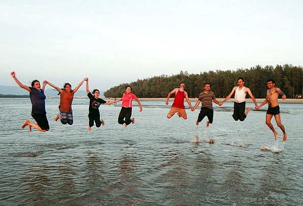 Happy People Vacation Content Travel Jumping Hoppi