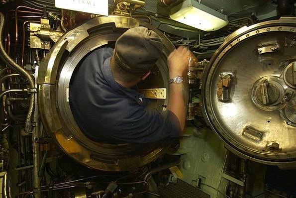 Uss Portsmouth Undersea Interior Inner Submarine N