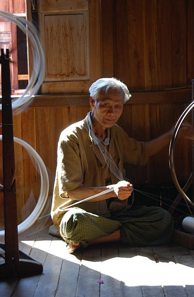 Myanmar Ancient Man Gentleman Old Silk Spinning Tr