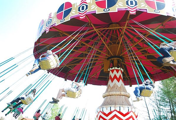 Spinning Rotating Funfair Swings Swipes Amusement