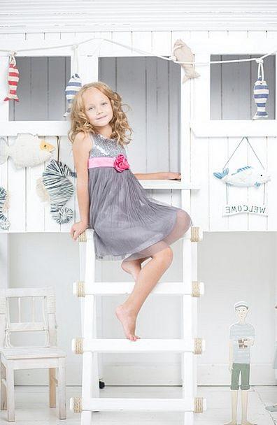 Girl Lassie Sedentary Ladder Ranking Sitting Peopl