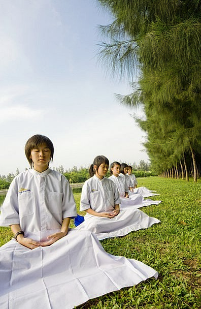 Girls Lassies Children Broods Thailand Meditation