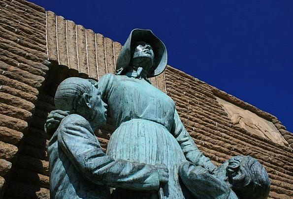 Pioneer Statue Fashion Figurine Beauty Bronze Stat