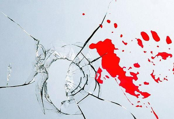 Burglary Break-in Cut-glass Blood Gore Glass Handp