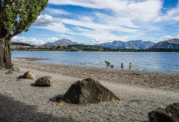 Lake Wanaka Vacation Travel Mountains Crags New Ze