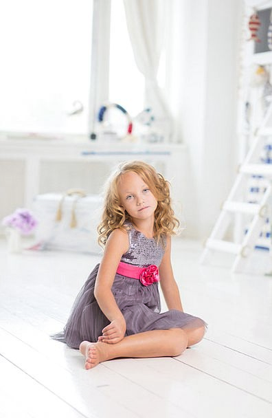 Girl Lassie Sedentary Young New Sitting Beautiful