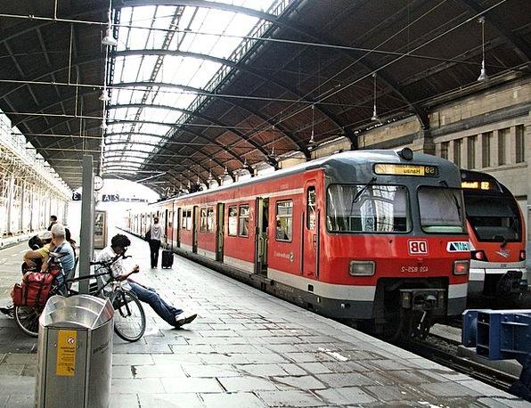 Train Pullman Buildings Architecture Mainz Germany
