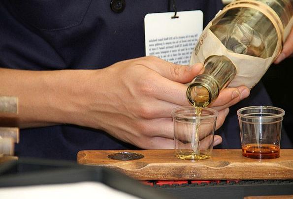 Whiskey Saloon Bourbon Bar Scotch Halt Alcohol Sho