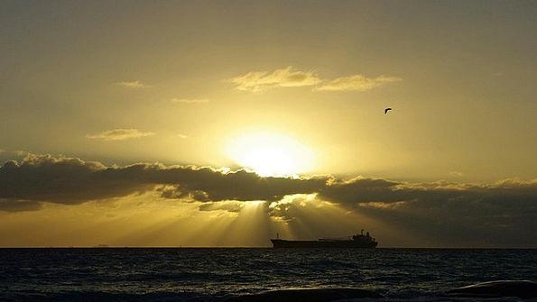 Cargo Ship Attendance Presence Sun'S Mexico