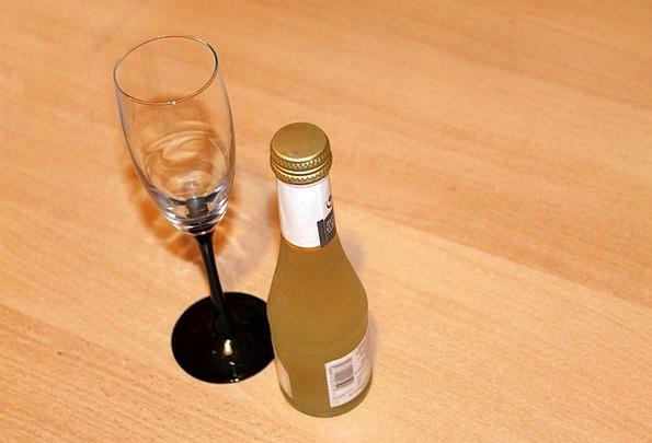 Champagne Bubbly Cut-glass Bottle Flask Glass Cham