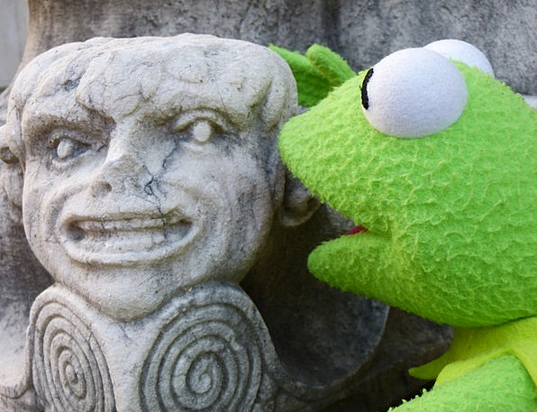 Kermit Stone Figure Frog Fig Talk Accost Conversat