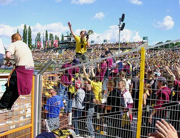 Fans Admirers Ball Dresden Football Fence Barrier