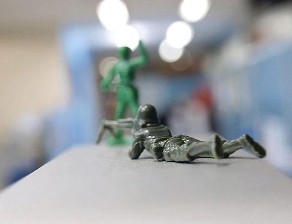 Miniature Small Doll Soldiers Militaries Toy War C