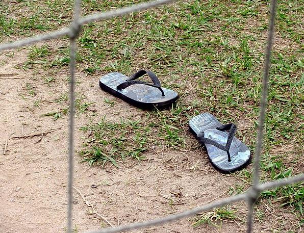 Slippers Flip-flops Footwear Sandals Dropped Relea
