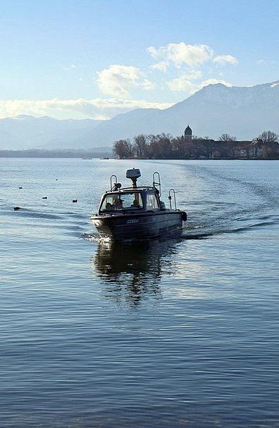 Powerboat Motorboat Aquatic See Understand Water B