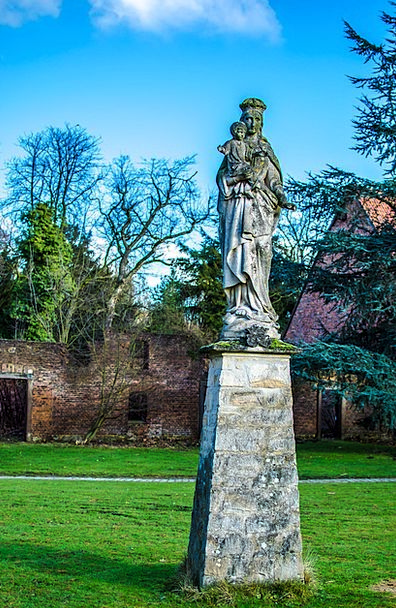 Sculpture Statue Fortress Herten Castle Madonna Hd