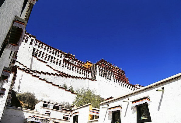 Tibet The Potala Palace Lhasa Blue Sky The Majesti