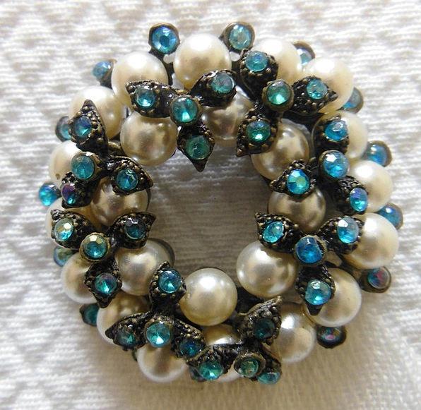 Brooch Badge Gem Lustre Pearl Beauty Loveliness