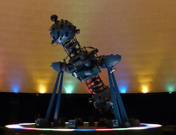 Planetarium Budapest Projector