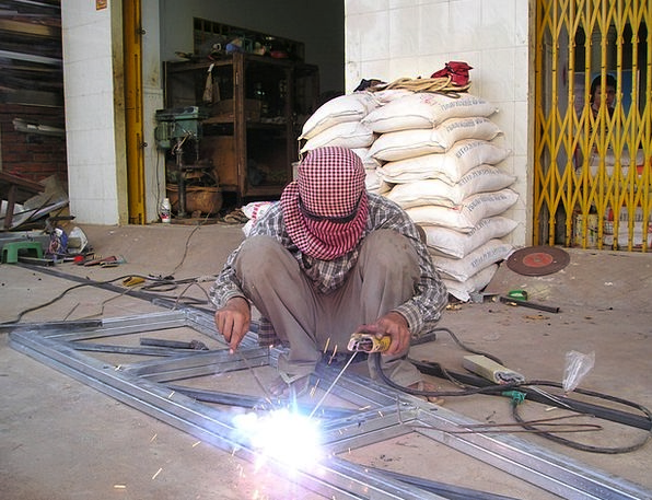 Cambodia Craft Industry Weld Repair Welder Work Ef