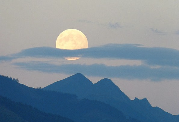 Full Moon Romanticize Super Moon Moon Cloud Plume
