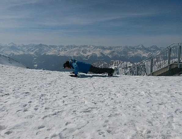 Pushups Ski Area Skiers Sporty Athletic Snow Cold