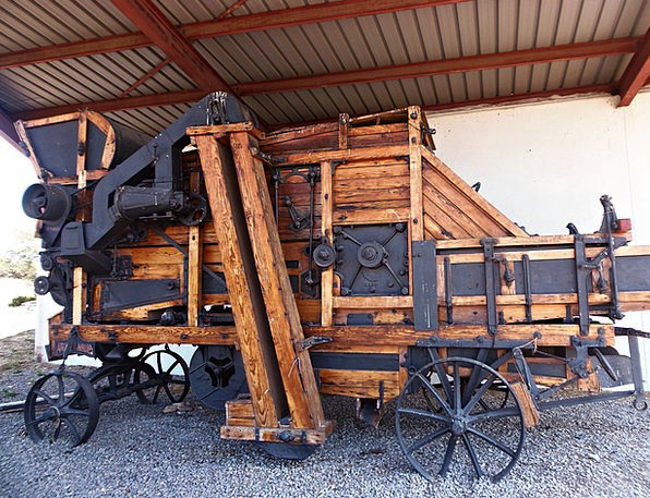 Thresher Harvester Monuments Places Threshing Mach