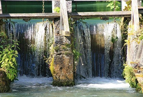 Blautopf Waterfall Cascade Blaubeuren Barrage Bomb