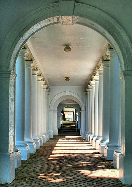 Colonnade Arcade Buildings Path Architecture Breez