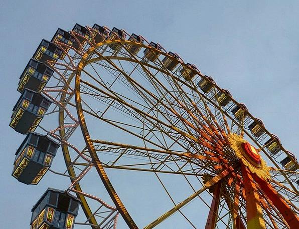 Folk Festival Reasonable Dom Fair Ferris Wheel Car