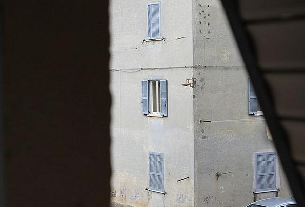 Glimpse Sight Window Gap Palazzo Ancient Antique B