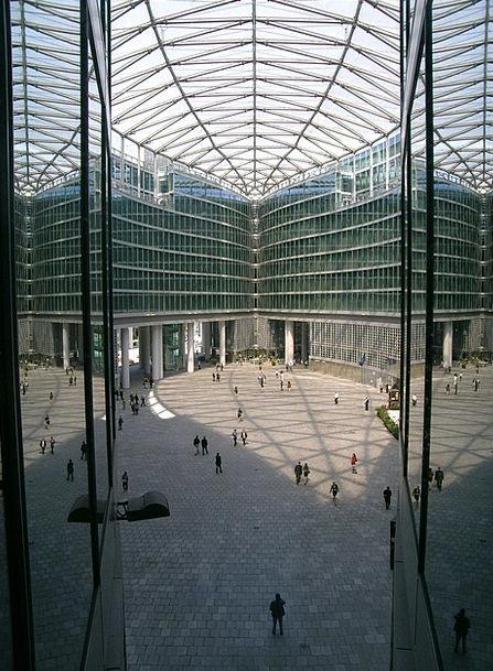 Piazza Veneto Window Gap Milan Palazzo Region Glim