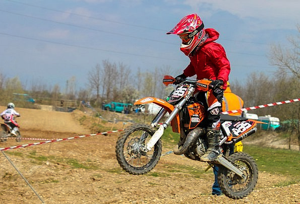 Motocross Scrambling Victor Child Youngster Winner