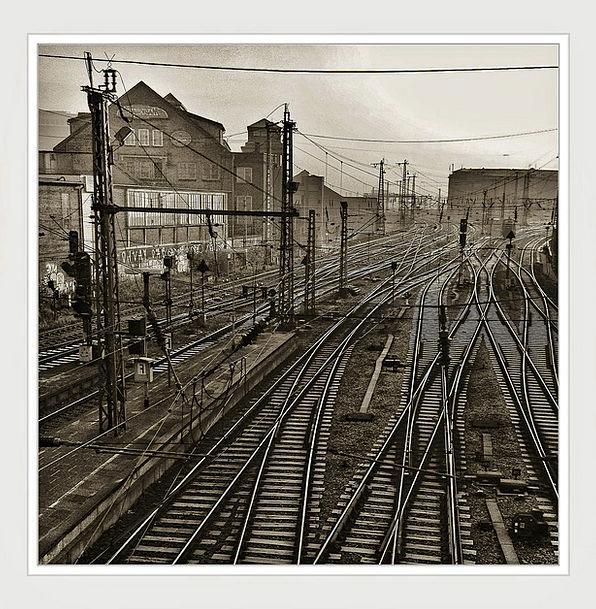 Railway Tracks Vacation Travel Seemed Appeared Gle