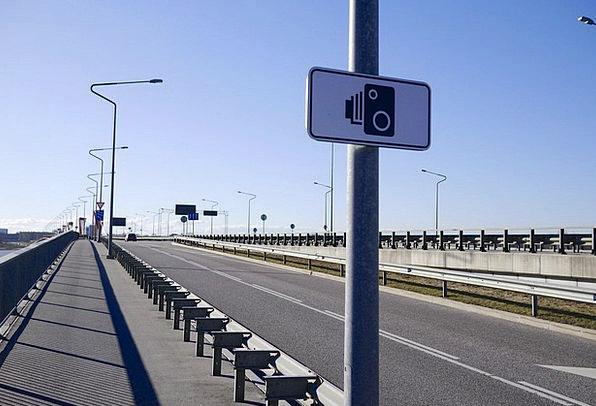 Bridge Bond Speed Camera Street Lamp Road Sign Sig