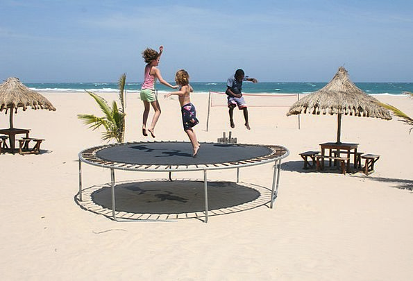 Trampoline Vacation Broods Travel Playing Live Chi