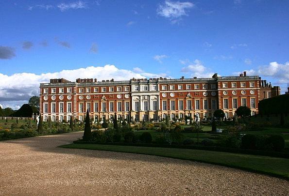 Palace Fortress England Hampton Court Blue Sky Uk