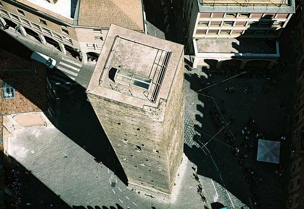 Bologna Asinelli Torre Shadow Gumshoe Floor Piazza