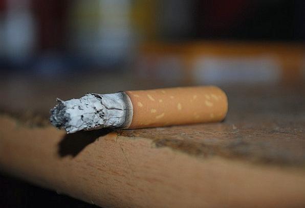 Cigarette Roll-up Chain-smoker Ash Residue Smoker